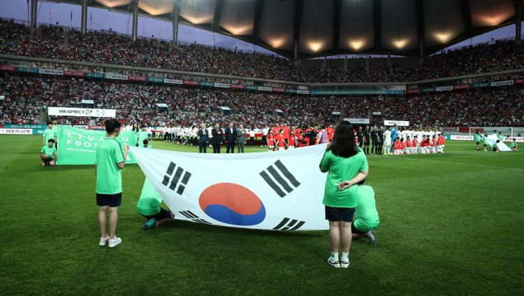 Bendera Korea Selatan U-20 akan segera menjadi wakil Asia untuk pertama kalinya menjadi juara Piala Dunia U-20. (Foto: Chung Sung-Jun/Getty Images) Copyright: © Chung Sung-Jun/Getty Images