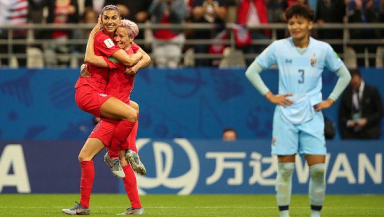 Timnas Amerika Serikat membantai Thailand di babak penyisihan grup Piala Dunia Wanita 2019 dengan margin 13 gol. Molly Darlington - AMA/Getty Images. Copyright: © Molly Darlington - AMA/Getty Images