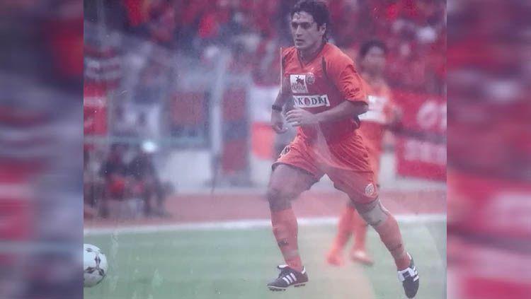 Pemain asal Paraguay, Adolfo Fatecha, mengenang momen saat membela Persija Jakarta di Final Copa Dji Sam Soe 2005. Copyright: © Instagram.com/adolfofatecha