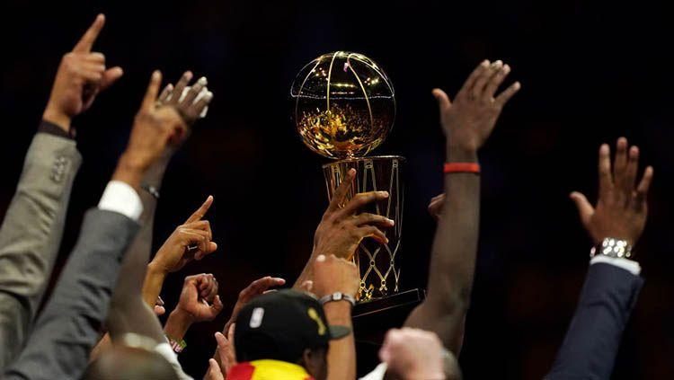 Trofi Larry O'Brien NBA musim 2019 berhasil dimenangkan tim Toronto Raptors pada Jumat, 14/06/19. Copyright: © Thearon W. Henderson/Getty Images