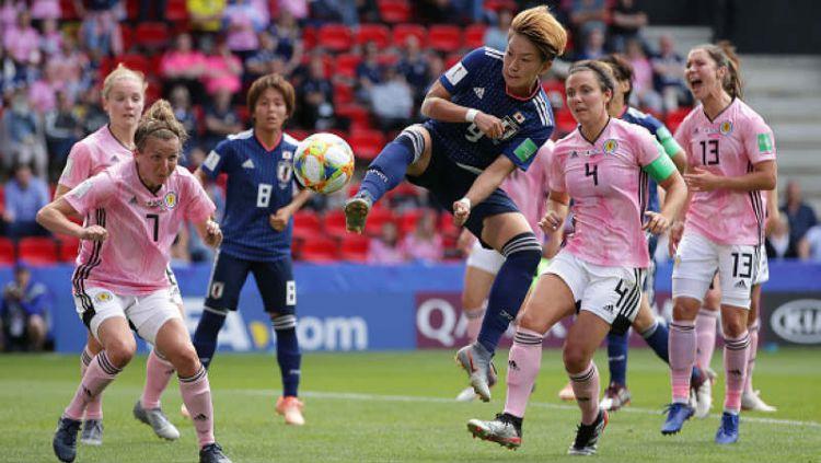 Yuika Sugasawa ketika berusaha menembak dalam laga Jepang vs Skotlandia di Piala Dunia Wanita 2019 Copyright: © Richard Heathcote/Getty Images
