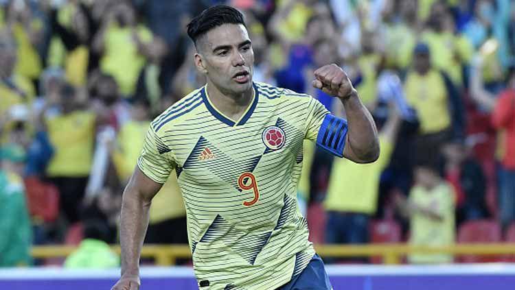 Penyerang Timnas Kolombia, Radamel Falcao, mendapat sambutan luar biasa dari fans Galatasaray. Copyright: © Gabriel Aponte/GettyImages
