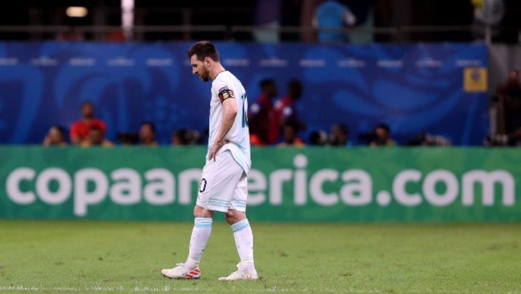 Lionel Messi tertunduk lesu dalam pertandingan Copa America 2019 antara Argentina vs Kolombia. (Foto: Bruna Prado/Getty Images) Copyright: © Bruna Prado/Getty Images