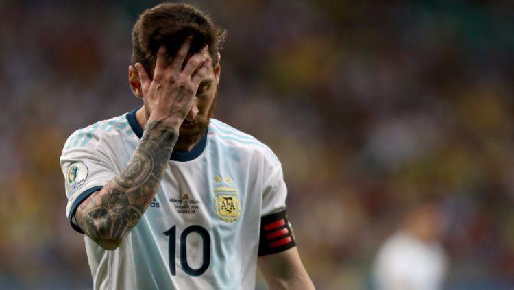 Lionel Messi tampak frustrasi dalam pertandingan Copa America 2019 antara Argentina vs Kolombia. (Foto: Bruna Prado/Getty Images) Copyright: © Bruna Prado/Getty Images