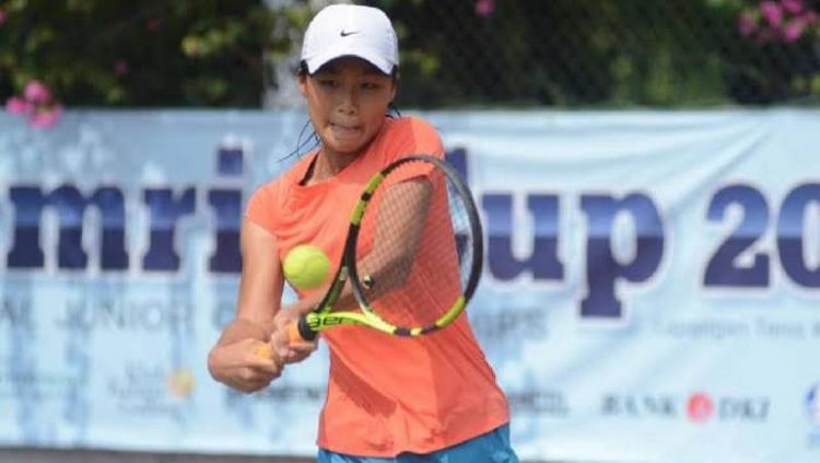 Janice Tjen sukses memborong gelar tunggal dan ganda sekaligus di ITF Junior 5 Widjojo Soejono, Surabaya, pada Sabtu (19/10/19). Copyright: © Pelti/Tempo.co