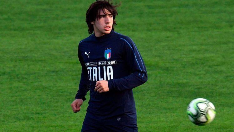 Raksasa Serie A Liga Italia, Inter Milan, kabarnya siap melakukan trik tak terduga untuk bisa merekrut 'titisan Andrea Pirlo' yang bernama Sandro Tonali. Copyright: © Sportsnet