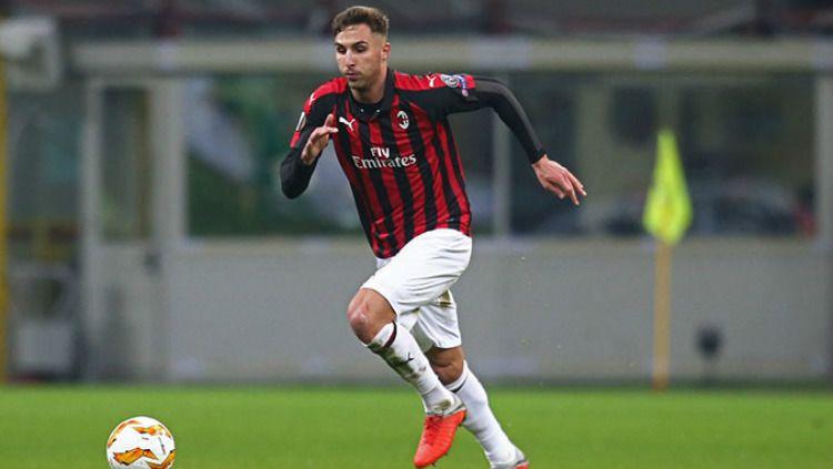 Stefan Simic bakal menjadi pemain ketujuh AC Milan yang hengkang pada musim panas ini. Copyright: © acmilan.com