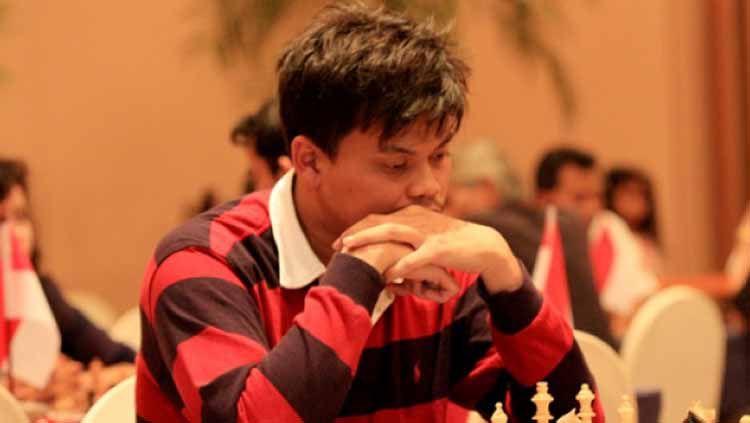 Grandmaster catur Indonesia, Susanto Megaranto menyatakan ketidaksetujuannya terhadap pernyataan Ustaz Abdul Somad yang mengatakan bahwa catur haram. Copyright: © ANTARA/Reno Esnir