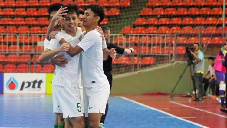 Timnas Futsal Indonesia merayakan gol saat melawan Vietnam 2018. Copyright: © pssi.org