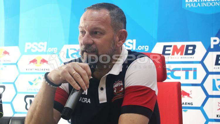 Dejan Antonic saat konfrensi pers, Selasa (18/6/19). Copyright: © Fitra Herdian/INDOSPORT