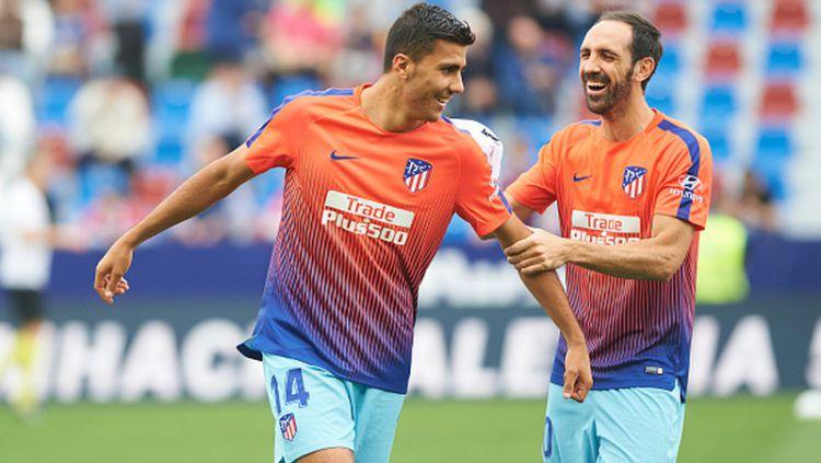 Rodrigo (kiri) bersama dengan Diego Godin saat latihan di skuat Atletico Madrid Copyright: © Maria Jose Segovia/NurPhoto via Getty Images