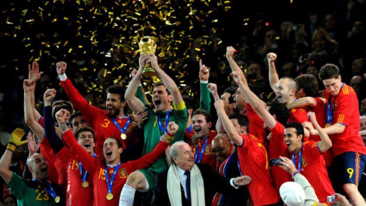 Timnas Spanyol punya deretan pemain hebat sepanjang masa yang namanya tidak akan pudar oleh waktu. Copyright: © AFP Photo/Pedro Ugarte
