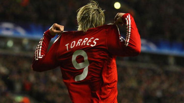 Kepergian Fernando Torres dari Liverpool ke Chelsea 2011 silam tak membuat Jamie Carragher dan rekan-rekannya menyesal. Copyright: © Laurence Griffiths/Getty Images