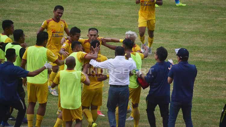 Sriwijaya FC apresiasi fans cantik dari luar kota. Copyright: © Muhammad Effendi/INDOSPORT