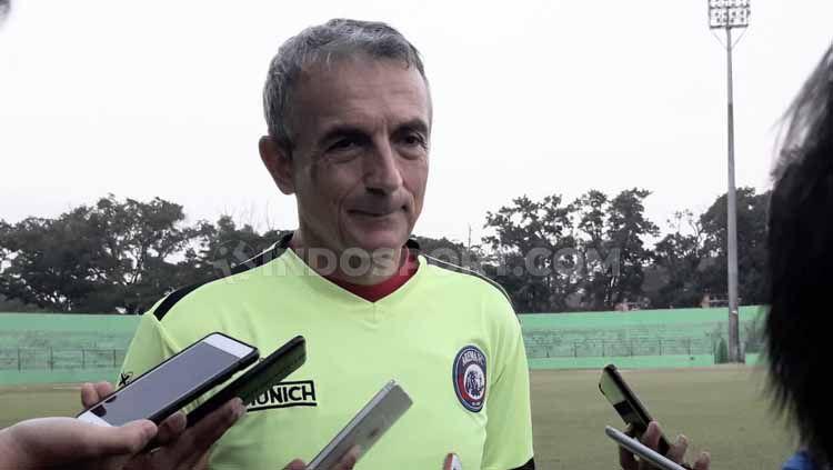 Pelatih Arema FC, Milomir Seslija ingin anak-anak asuhnya tetap fokus hingga pertandingan selesai saat melawan Semen Padang. Copyright: © Ian Setiawan/INDOSPORT