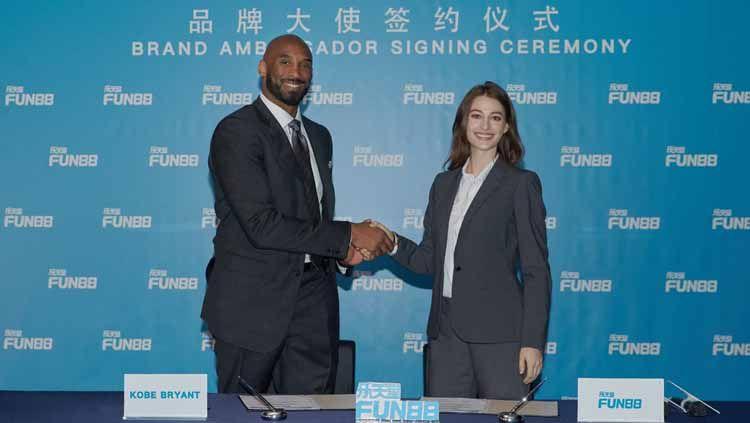 Kobe Bryant jadi Duta Resmi situs online FUN88. Foto: Press Release Copyright: © Press Release
