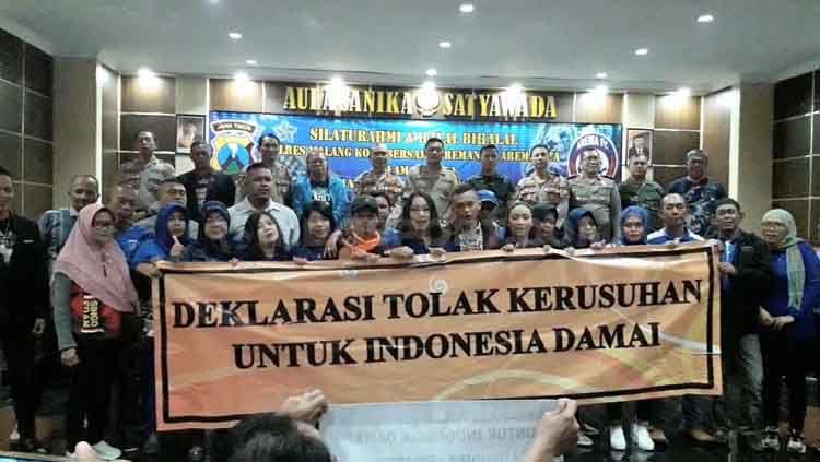 Deklarasi Tolak Kerusuhan Untuk Indonesia Damai dari Aremania. Copyright: © Ian Setiawan/INDOSPORT