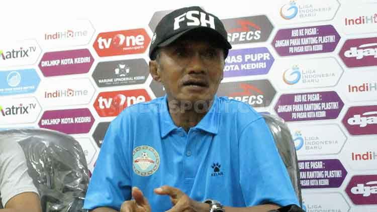Frans Sinatra Huwae pelatih Martapura FC. Copyright: © Ian Setiawan/INDOSPORT