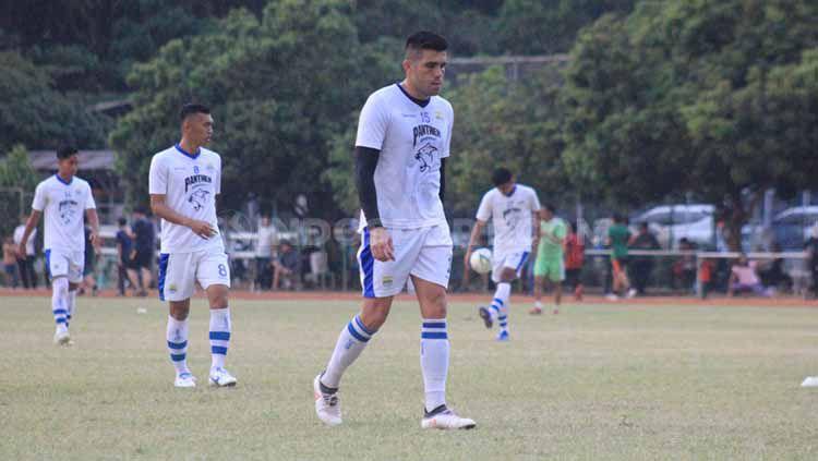 Pemain Persib, Fabiano Beltrame saat berlatih di Lapangan Saraga ITB, Kota Bandung, Rabu (26/06/2019). Copyright: © Arif Rahman/INDOSPORT