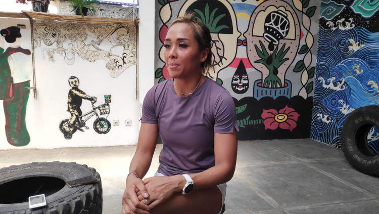 Jemima Djatmiko, atlet Crossfit asal Indonesia ketika diwawancara oleh INDOSPORT. Foto: Cosmas Bayu/INDOSPORT Copyright: © Cosmas Bayu Agung Sadhewo/INDOSPORT