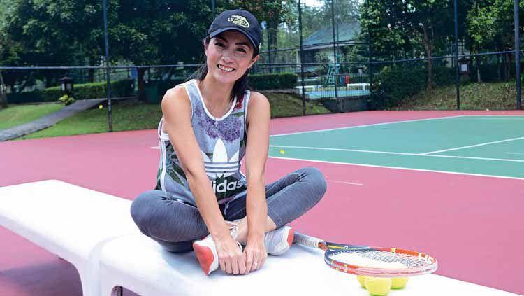 When Wynne Prakusya saat berfoto fi lapangan tenis. Copyright: © owjakarta.co.id