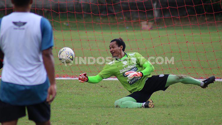 Kiper Bali United, Wawan Hendrawan saat berlatih. Copyright: © Novik Lukman/INDOSPORT