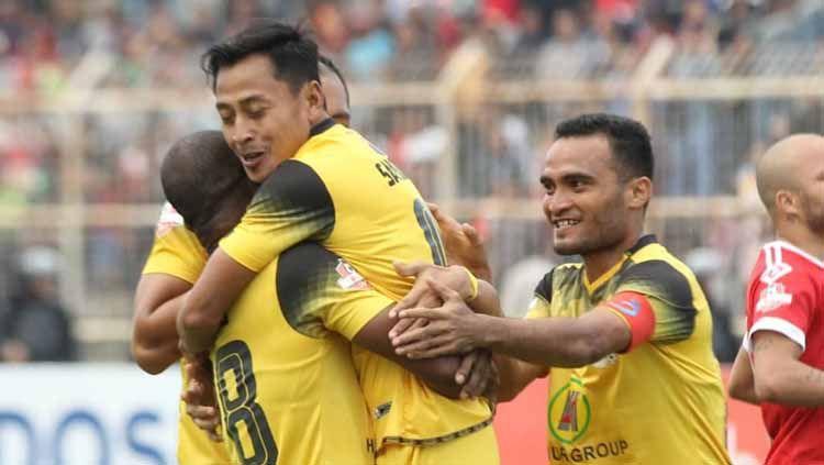 Selebrasi pemain Barito Putera usai mencetak gol ke gawang Badak Lampung FC. Copyright: © psbaritoputeraofficial Verified