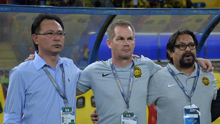 Pelatih Timnas Malaysia U-19, Brad Maloney (tengah). Copyright: © FAM.org.my