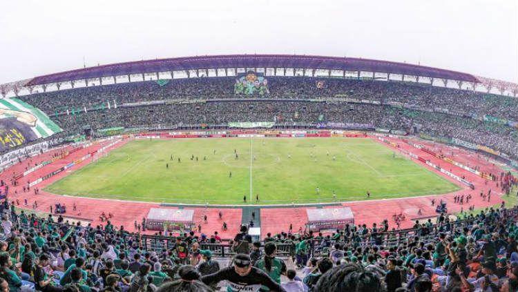 Stadion Gelora Bung Tomo yang dihadiri ribuan Bonek, untuk mendukung Persebaya bertanding di Liga 1. Copyright: © www.persebaya.id