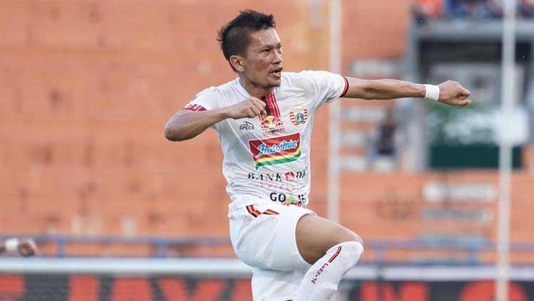 Pelatih klub Liga 1 Persija Jakarta, Edson Tavares mengaku kagum dengan sikap profesional pemain senior, Ismed Sofyan. Copyright: © Media Persija