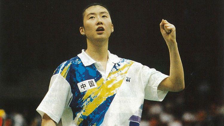 Legenda bulutangkis China, Ye Zhaoying saat melakukan selebrasi di atas lapangan ketika masih aktif bermain. Copyright: © BWF