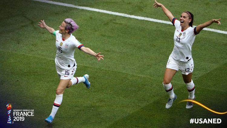 Rapinoe (kiri) merayakan gol ke gawang Belanda di final Piala Dunia Wanita, Minggu (07/07/19) WIB. Copyright: © Twitter @FIFAWWC