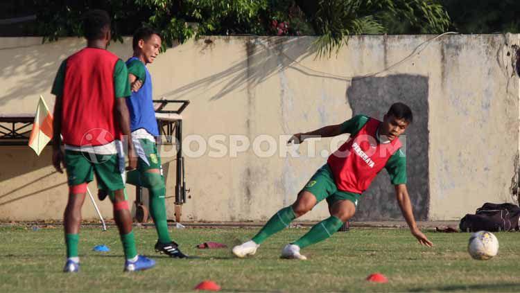 Persebaya Surabaya Latihan di Lapangan Polda Jatim pada hari Minggu (07/07/19). Copyright: © Fitra Herdian/INDOSPORT
