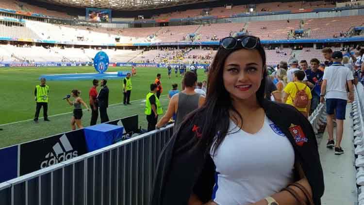 Presiden Persijap Jepara, Esti Puji Lestari, saat menyaksikan laga final Piala Dunia Wanita 2019 di Lyon, Prancis. Copyright: © Media Persijap