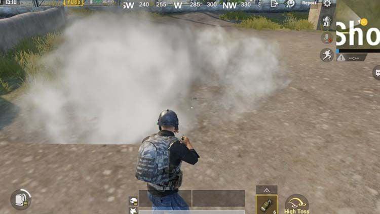 Smoke Grenade dalam game eSports PUBG Mobile. Copyright: © bluestacks.com
