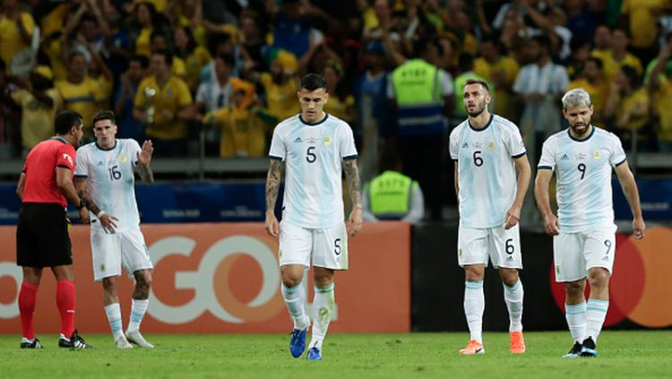 Rodrigo de Paul (tengah) saat bersama Timnas Argentina Copyright: © Gustavo Ortiz/Jam Media/Getty Images