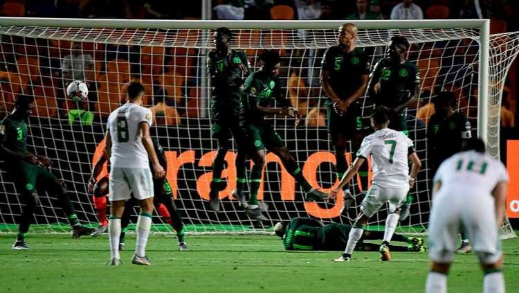 Gol Riyad Mahrez bawa Aljazair menang 2-1 atas Nigeria di semifinal Piala Afrika 2019 (15/07/19) Copyright: © Twitter/@ViewsNetwork