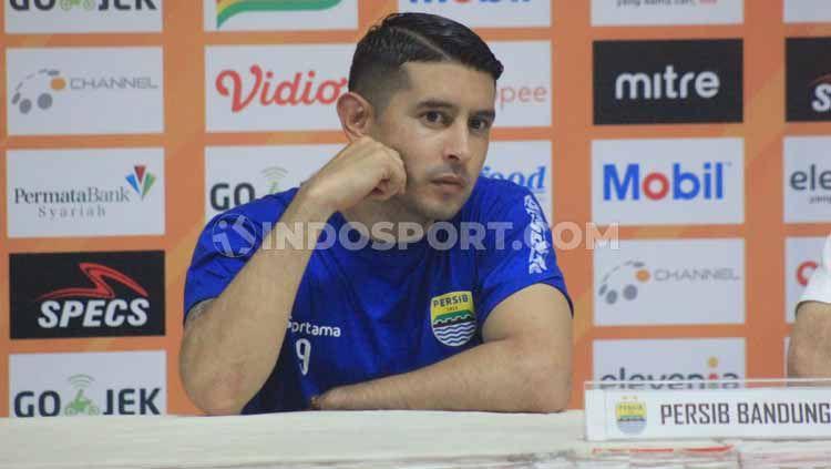 Gelandang Persib Bandung, Esteban Vizarra terus mempersiapkan diri, agar tampil lebih baik lagi pada putaran kedua kompetisi Shopee Liga 1 2019. Copyright: © Arif Rahman/INDOSPORT