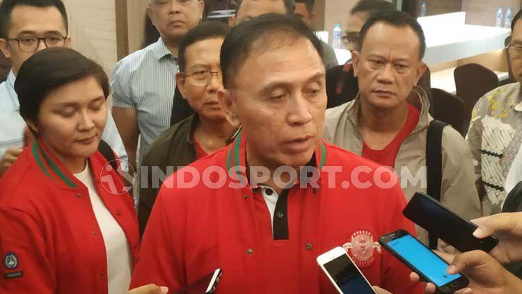 Iwan Bule, calon Ketua Umum PSSI Copyright: © Zainal Hasan/INDOSPORT