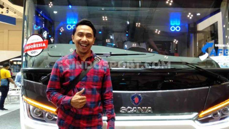 Raden Rauf, salah satu selebgram Indonesia yang unggahannya kerap viral di lini media sosial turut menghadiri acara GIIAS 2019, Jumat (19/07/19). Copyright: © Shintya Anya Maharani/INDOSPORT