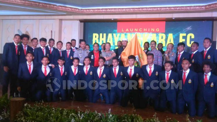 Skuat Bhayangkara FC U-20 resmi diperkenalkan. Copyright: © Petrus Manus Da Yerrimon/INDOSPORT