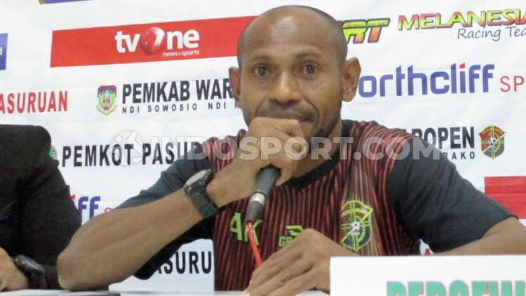 Pelatih Persewar, Elie Aiboy. Copyright: © Ian Setiawan/INDOSPORT