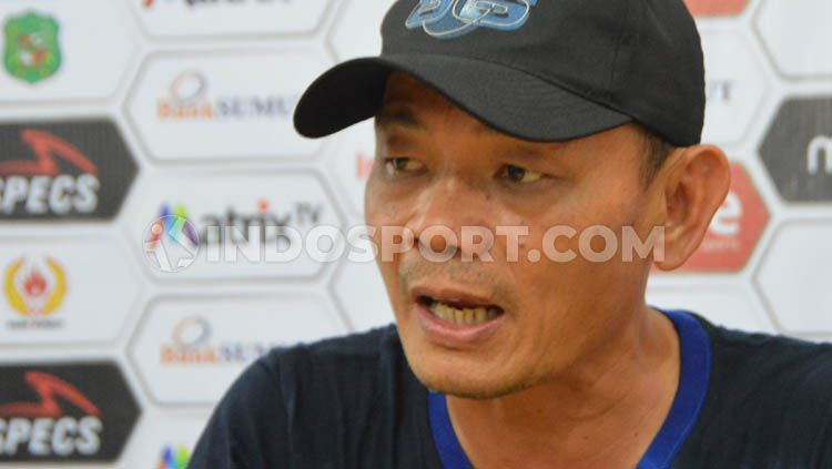 Liestiadi resmi mengundurkan diri dari jabatan pelatih kepala Blitar Bandung United pada Selasa (10/9/19). Copyright: © Aldi Aulia Anwar/INDOSPORT