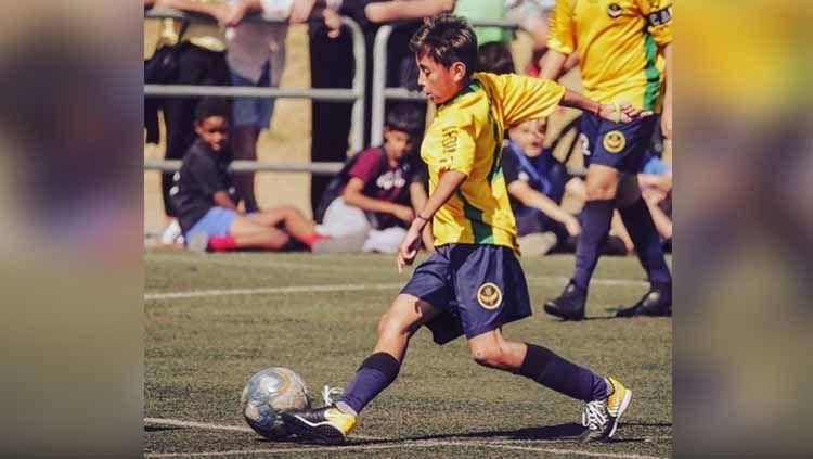 Pemain muda asal asal Indonesia, Welberlieskott de Halim Jardim, tengah menimba ilmu sepak bola di Brasil. Copyright: © welberchinaofficial
