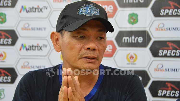 Pelatih Blitar United, Liestiadi dalam jumpa pers. Copyright: © Aldi Aulia Anwar/INDOSPORT