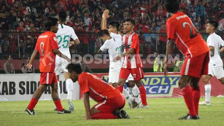 Brylian Aldama tak melakukan selebrasi usai mencetak gol ke gawang Deltras Sidoarjo, pada pertandingan uji coba kedua di Stadion Gelora Delta, Sidoarjo. Copyright: © Fitra Herdian/INDOSPORT