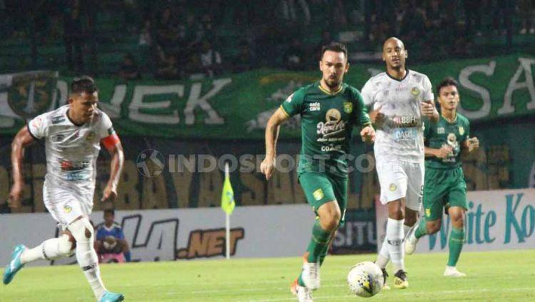 Damian Lizio resmi berlabuh ke klub kasta tertinggi Liga Bolivia bernama Royal Pari FC setelah pergi dari Persebaya Surabaya pada September 2019 lalu. Copyright: © Fitra Herdian/INDOSPORT