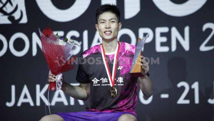 Tunggal putra Taiwan, Chou Tien Chen saat berhasil menjadi juara sektor tungga putra Indonesia Open 2019 usai mengalahkan tunggal Denmark di babak final dengan skor 21-18, 24-26 dan 21-15 di Istora Senayan, Minggu (21/07/19). Foto: Herry Ibrahim/INDOSPORT Copyright: © Herry Ibrahim/INDOSPORT