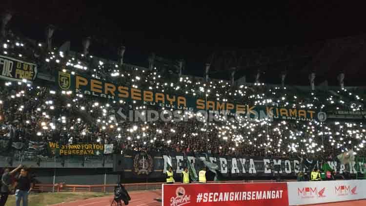 Foto Suasana Stadion GBT ketika lampu padam. Copyright: © Fitra Herdian/INDOSPORT