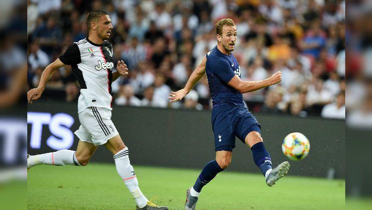 Harry Kane tampil berlaga membela Tottenham dalam laga ICC 2019 kontra Juventus. Copyright: © https://twitter.com/brfootball